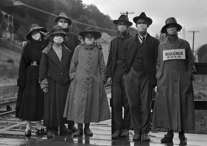 People wearing masks during the influenza pandemic of1918
