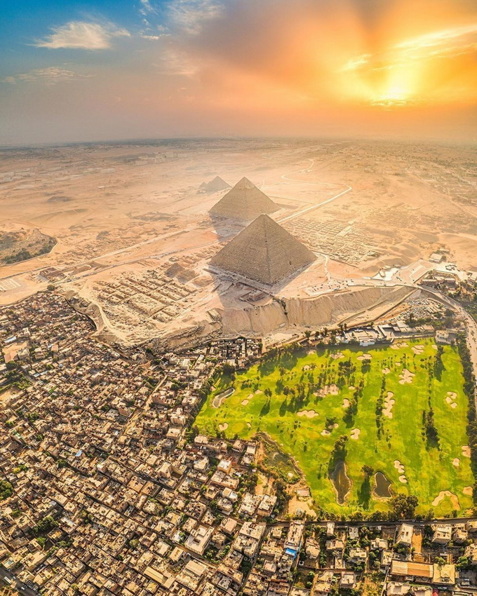 I didn't know there's a huge golf resort next to the Pyramids of Giza in Egypt