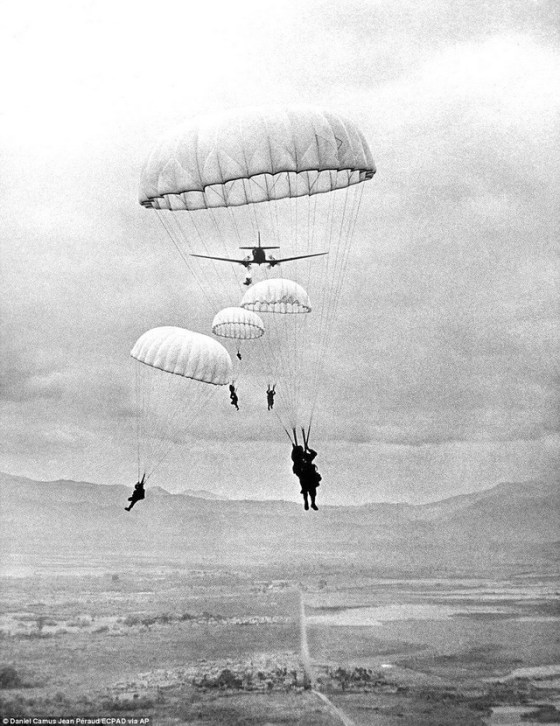 PARATROOPERS 869