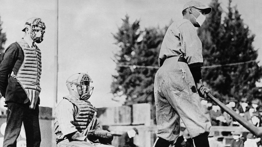 Playing baseball with masks during the pandemic of1918
