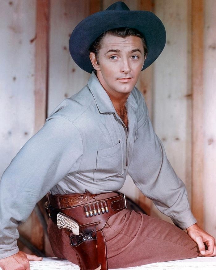 Robert Mitchum, 1945