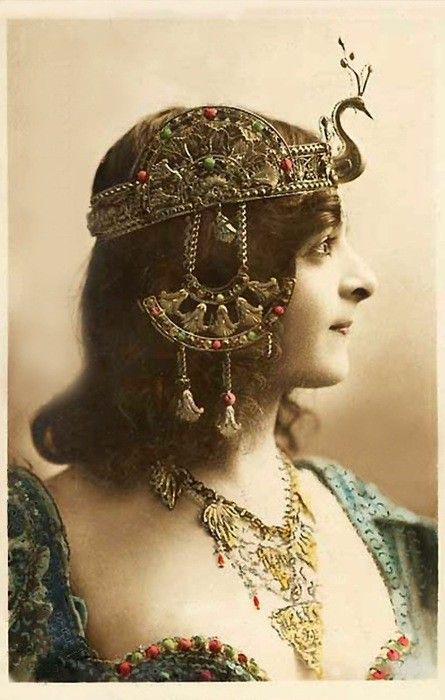 That 1920s Ancient Egypt Revivallook