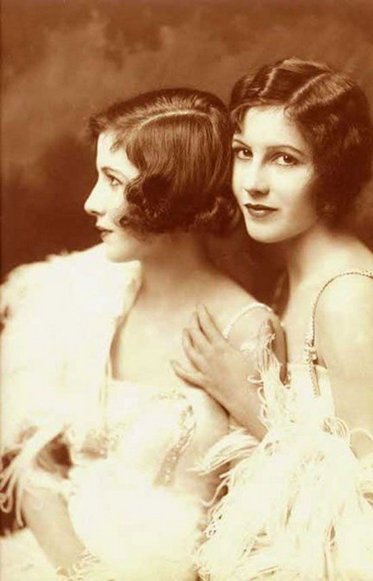 The Fairbanks Twins, photo by Alfred Cheney Johnston,1922