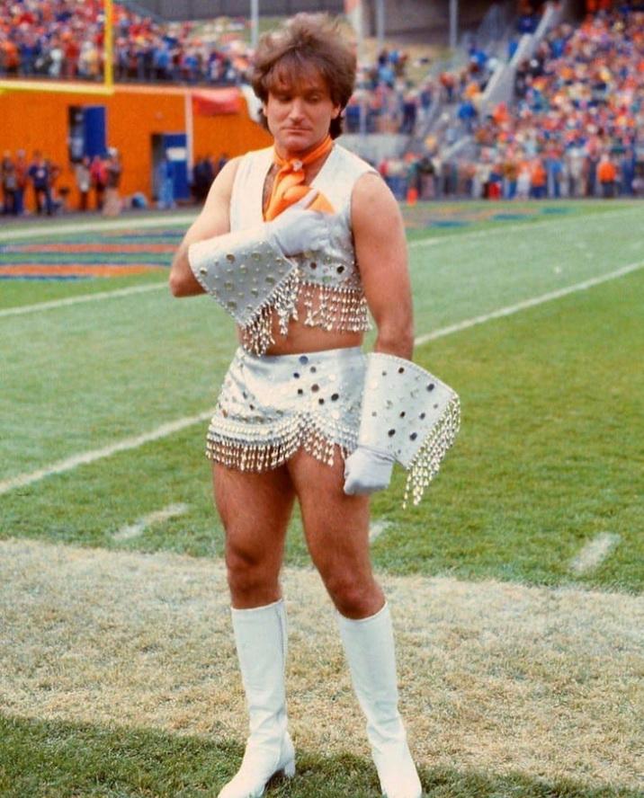 Robin Williams in cheerleaderdrag