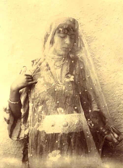 Une Femme Algérienne