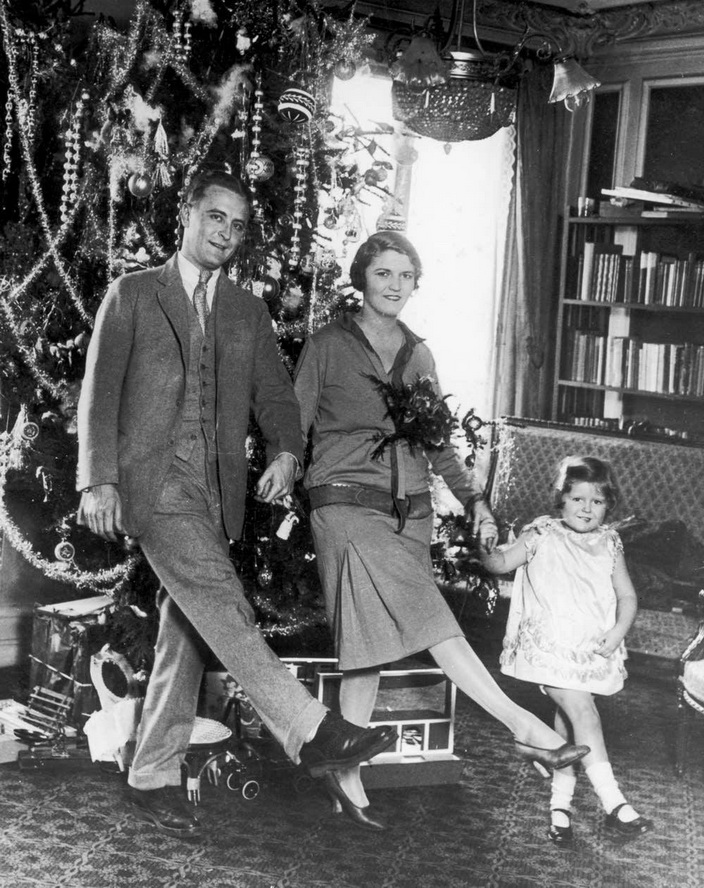 F. Scott Fitzgerald with his wife (Zelda) and daughter in Paris atChristmas