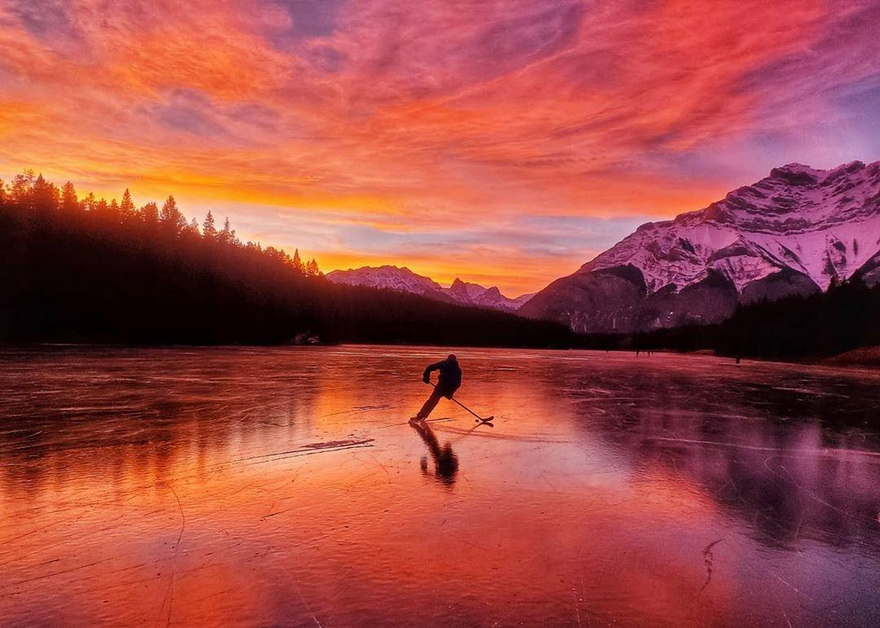 Hockey in the wild,Canada
