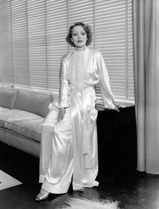 Marlene Dietrich athome