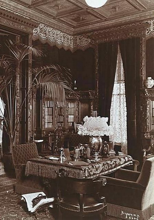 Opulent NYC parlor,1800s