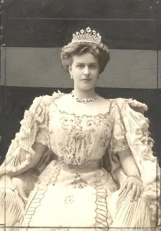 Princess Victoria Alice Elizabeth Julia Marie of Battenberg(Germany)