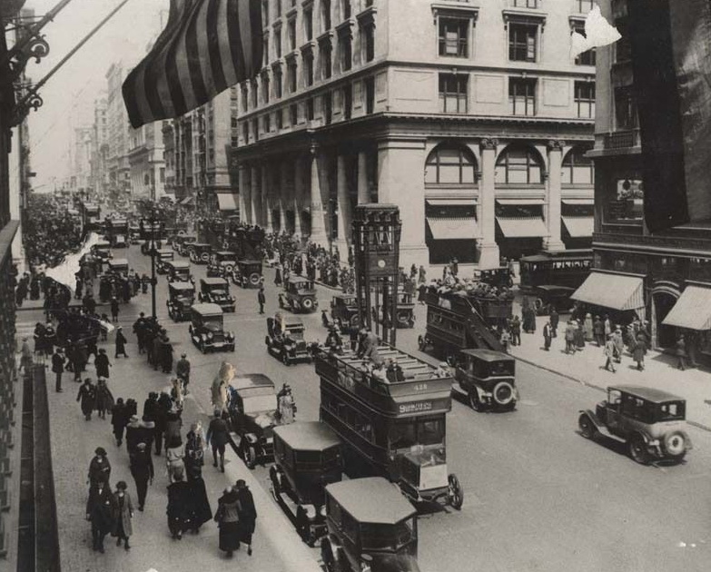 NYC street scene,1921