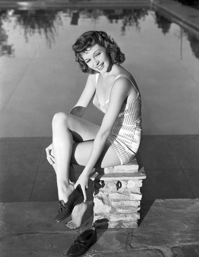 Rita Hayworth at thepool