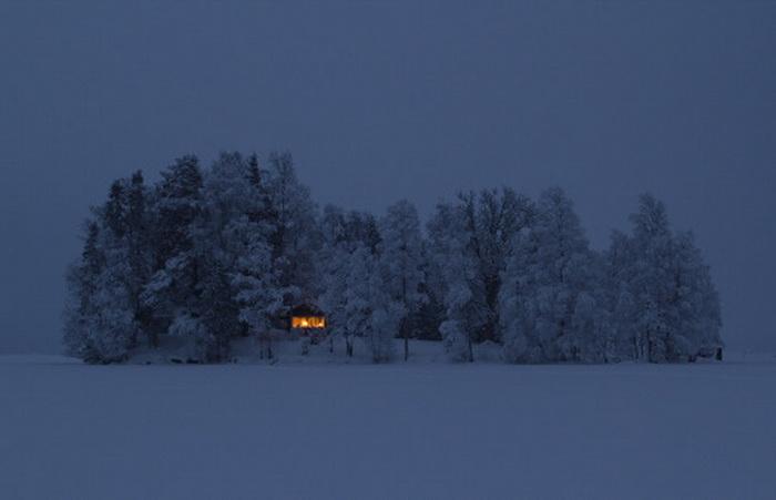 Cabin on a snowy, iced-in island in Sweden, photo by JonasLoiske