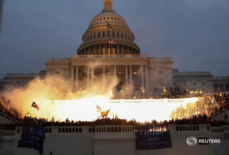 Trump's terrorists attacking the US Capitolyesterday