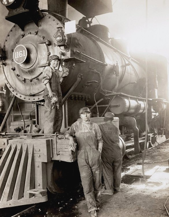 Women working on a train locomotive while the men are off fighting WWI, US