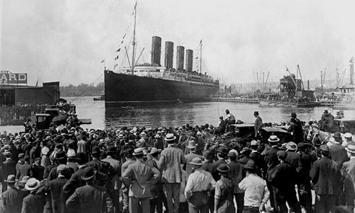 The Titanic leaving UK for its date with destiny,1912