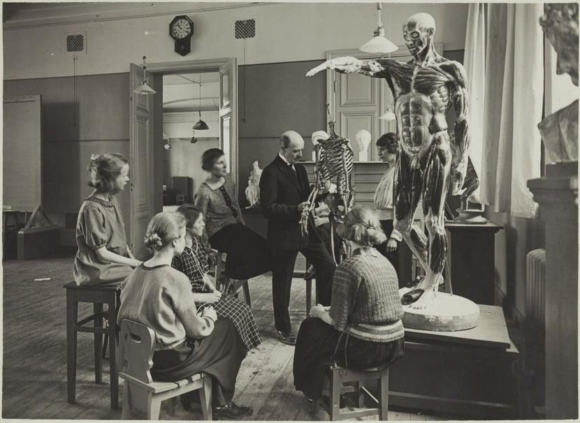 Anatomy class, 1920
