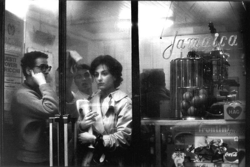 Woman in a café in Florence, Italy, photo by Alfa Castaldi, 1958