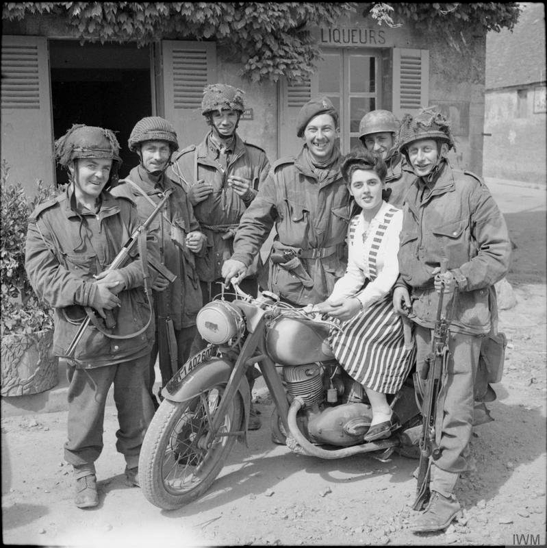 Allied troops in liberated France,1944