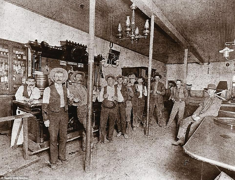 Saloon in the Wild West,1800s