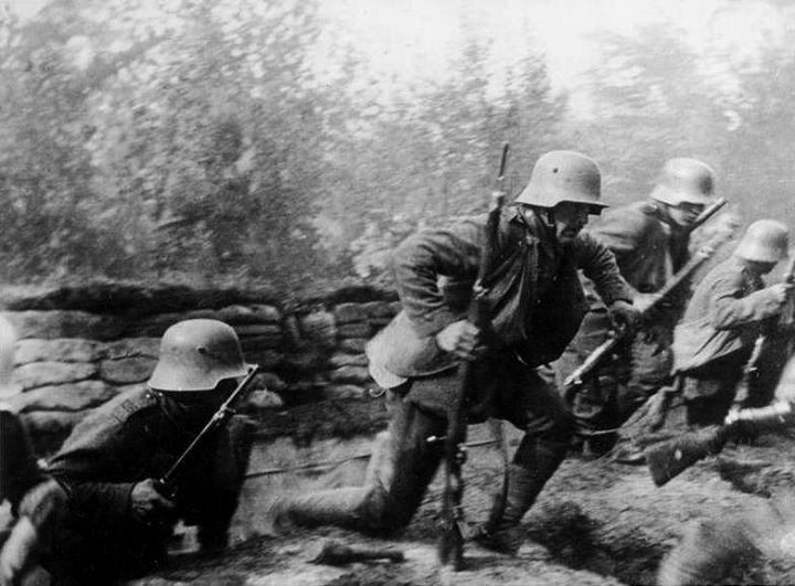 German soldiers coming out of the trenches to attack,WWI