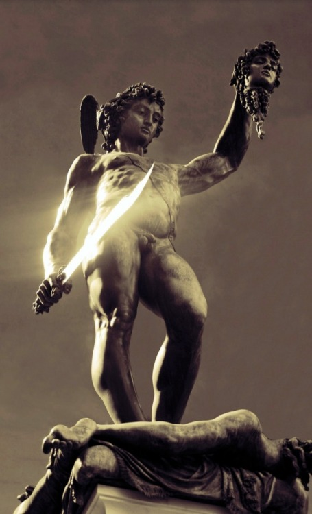 "Benvenuto Cellini's ""Perseus holding the head of Medusa"",1553"
