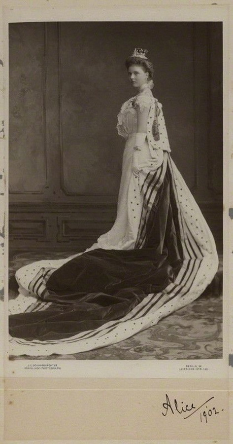 HRH Princess Alice of Albany (later Countess of Athlone),1902