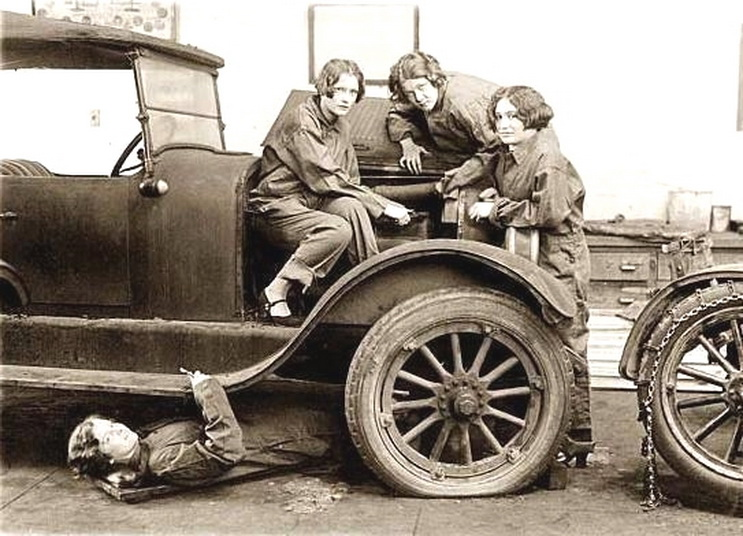Female auto mechanics during the WWI era while the boys were over in Europefighting