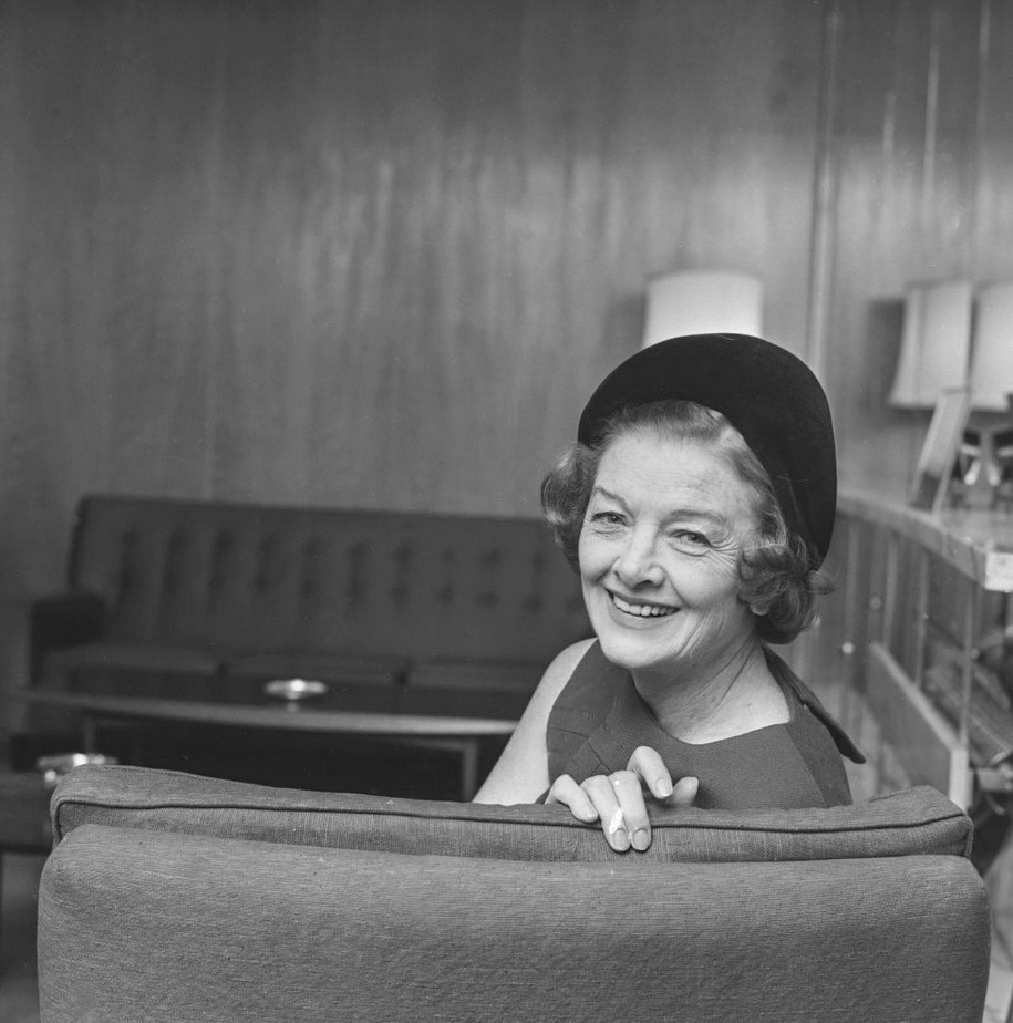 An older Myrna Loy,1967