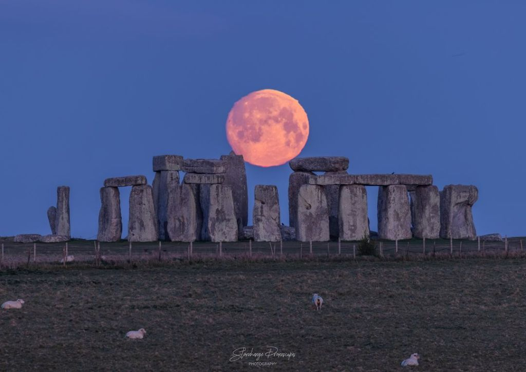 Full moon over Stonehengeyesterday