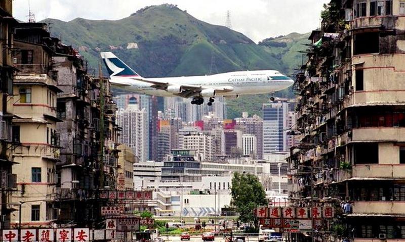 747 Landing in HongKong