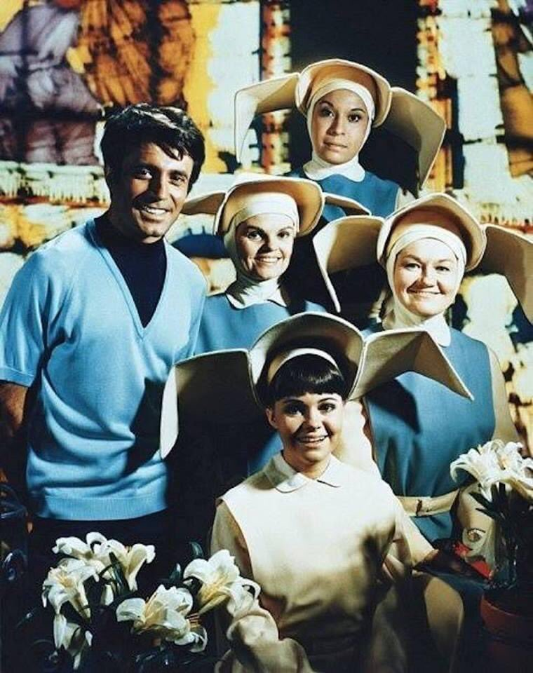 """Sally Field and the cast of """"The FlyingNun"""""""