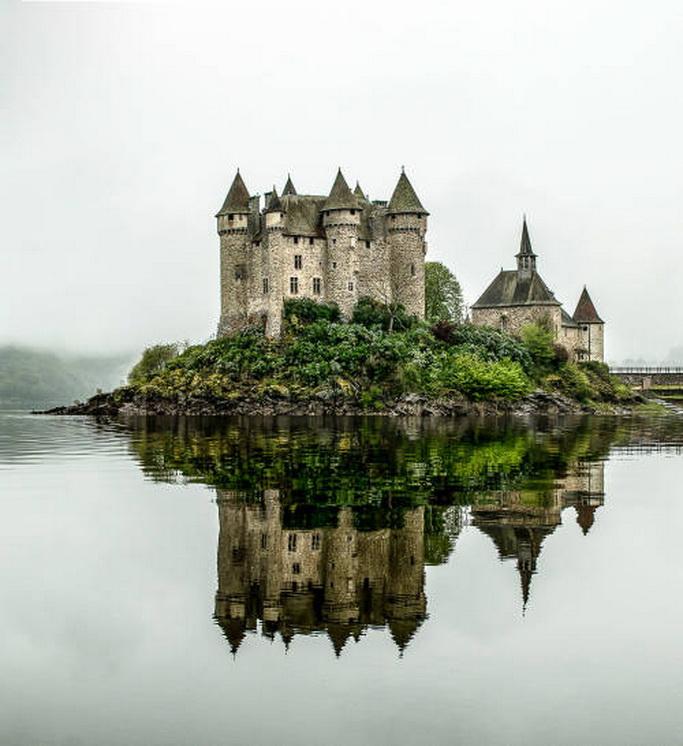 Château de Val, Lanobre, Cantal, Auvergne-Rhône-Alpes, France