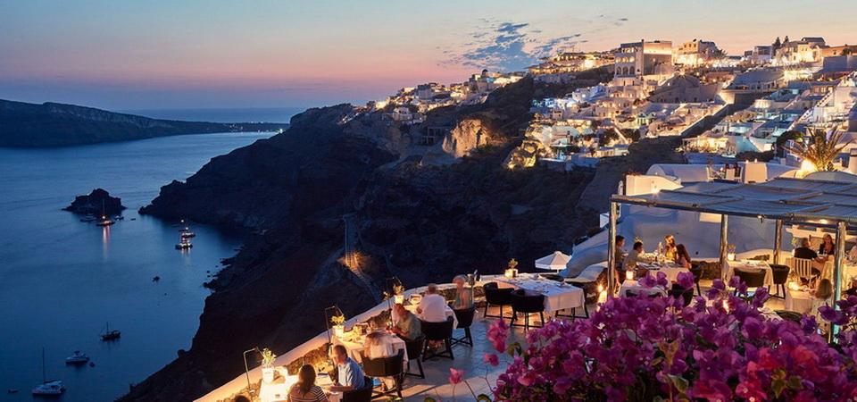 Santorini, Greece, in theevening