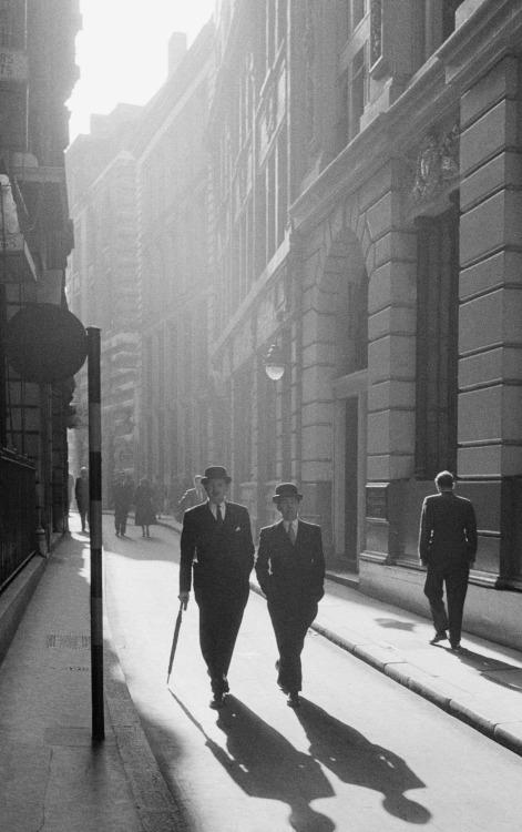 Two gentlemen in London, by Frank Horvat,1955