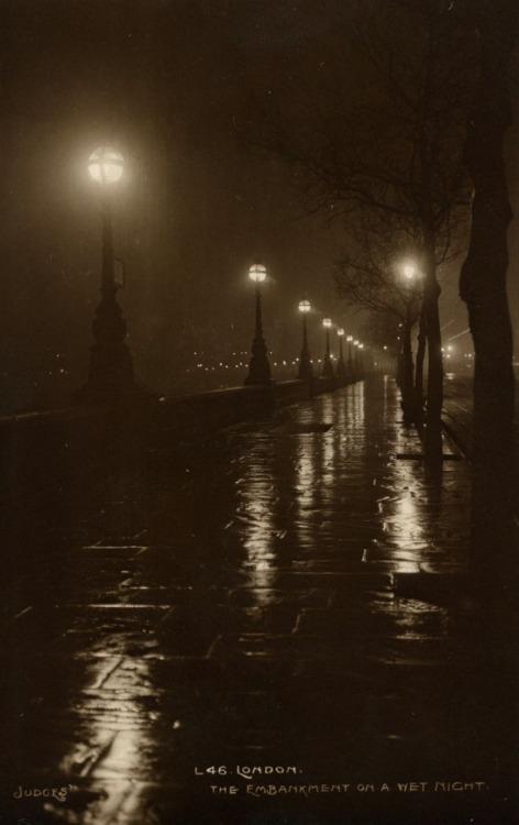 Gloomy London, 1927