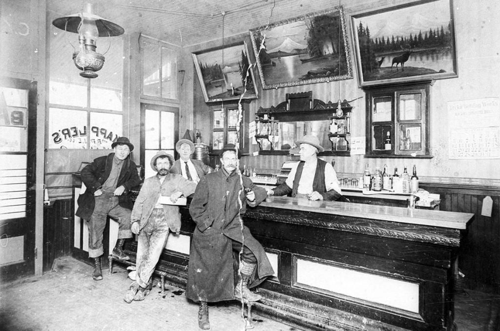 Saloon, 1800s
