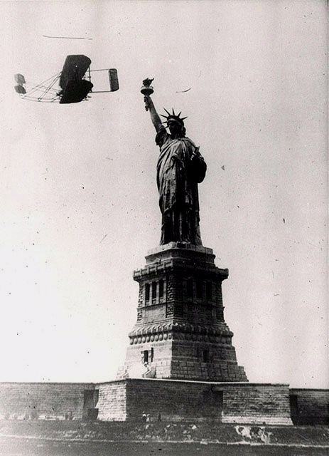Wilbur Wright flying past the Statue of Liberty, NYC,1908
