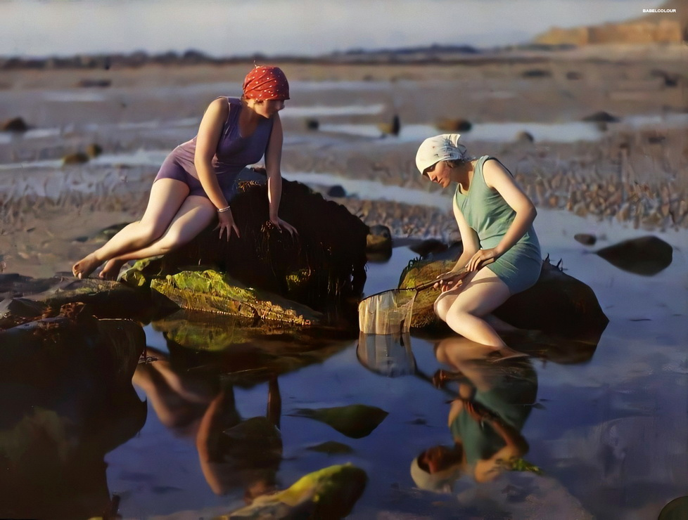 Autochrome of two woman on a beach in Northern France, by Gustave Gain, circa1920
