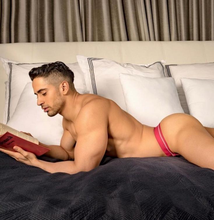 MODEL READING ABOOK