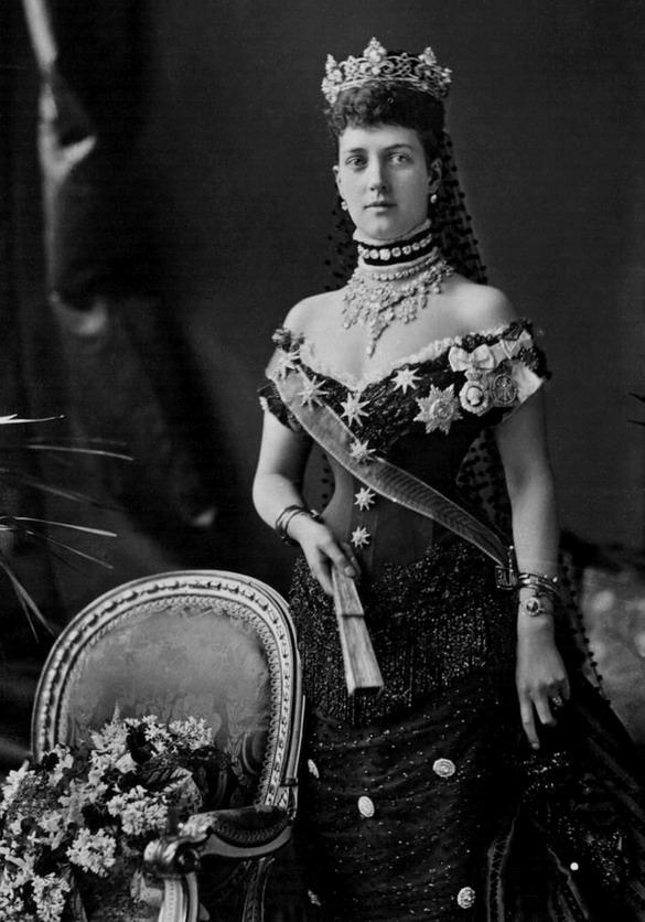 Queen Alexandra in Jubilee dress and wearing the Rundelltiara