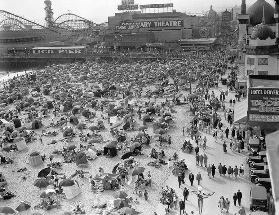 Beach in Venice, southern California, circa1920