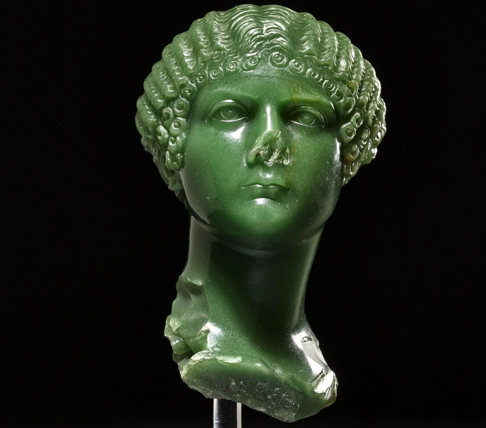 Chalcedony bust of Agrippina the Younger, dating fromAD37
