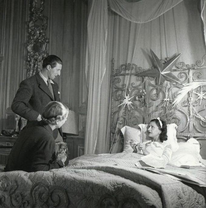Coco Chanel au lit, Paris,1930s