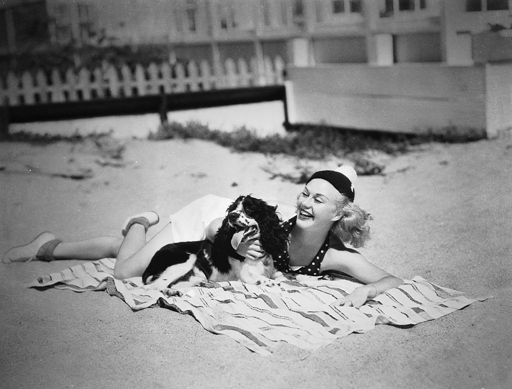 Ginger Rogers at the beach,1936