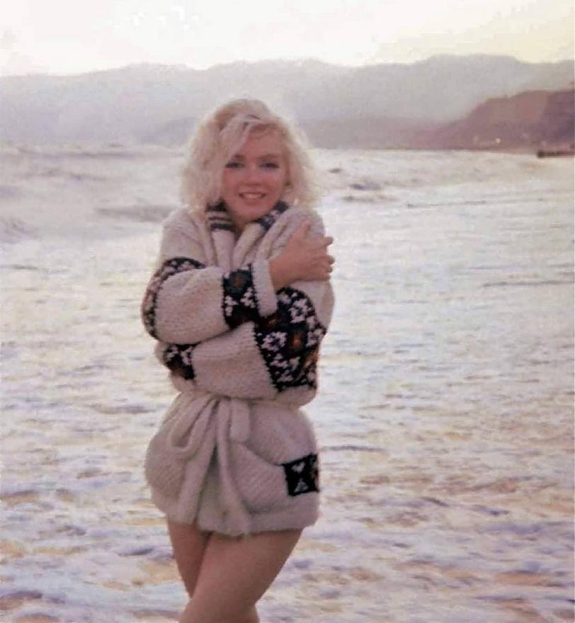 Marilyn Monroe at the beach in California,1962