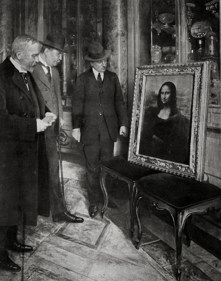 """Leonardo DaVinci's """"Mona Lisa"""" sitting on a chair in Florence/Firenze after being recovered from being stolen from the Louvre,1913"""