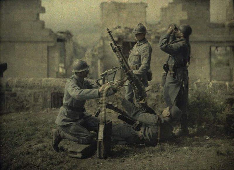 Manning an anti-aircraft gun,WWI