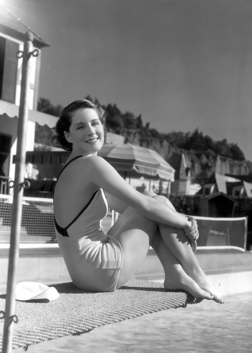 Norma Shearer at thepool