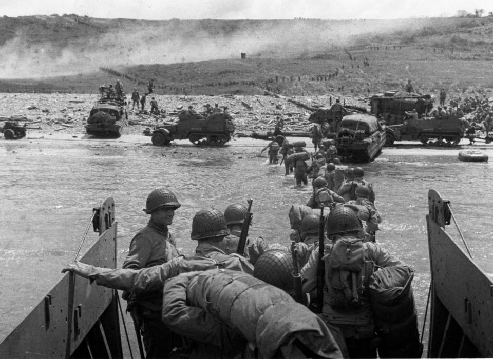 Allied troops landing on the beaches of northern France on D-Day,1944